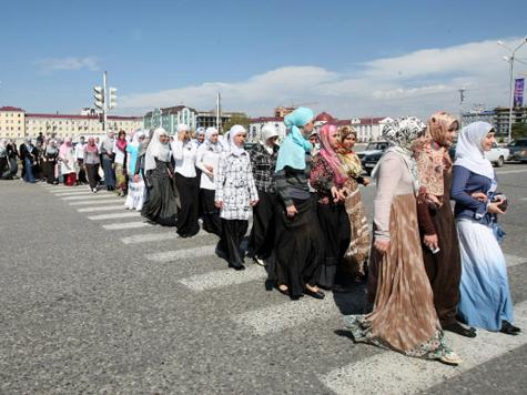 Чеченских школьниц оденут в хиджабы?
