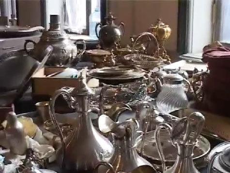 В Петербурге найдена тайная комната с дворянскими сокровищами. ПОЛИЦЕЙСКОЕ ВИДЕО