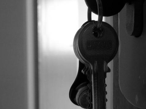 Коммунальщики попали в суд через взломанную дверь жильца