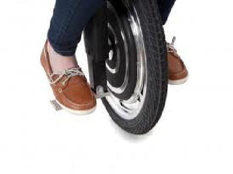На новом моноцикле можно теперь ездить не только в цирке (ВИДЕО)