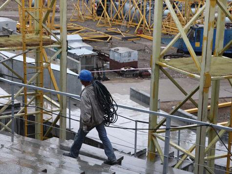 Четверо рабочих из Узбекистана отравились в Москве при заливке битума
