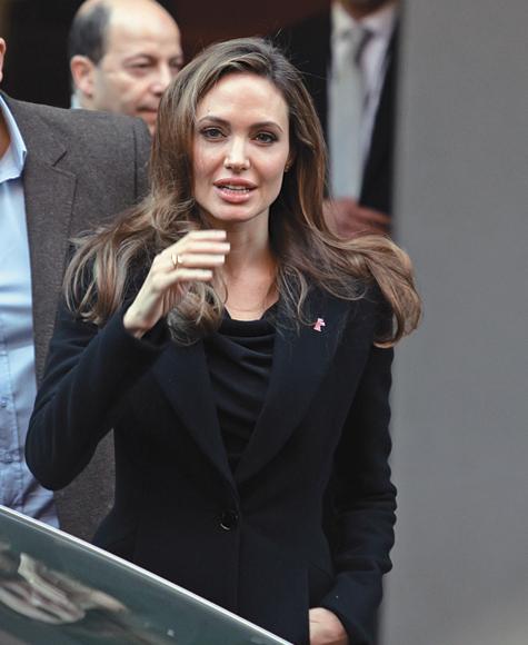 Джоли отправилась «В край крови и меда»