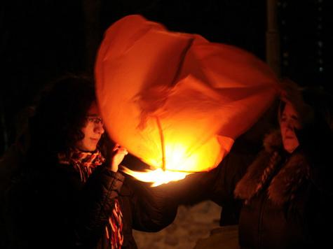 Бумажный фонарик сжег на своем пути трамплин