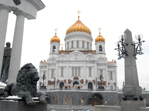 Храм Христа Спасителя забросали агитационными листовками