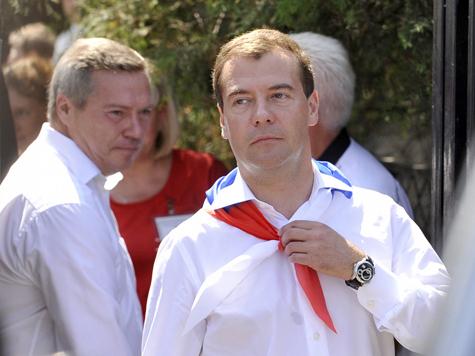 """Медведев пошел к """"медведям"""""""