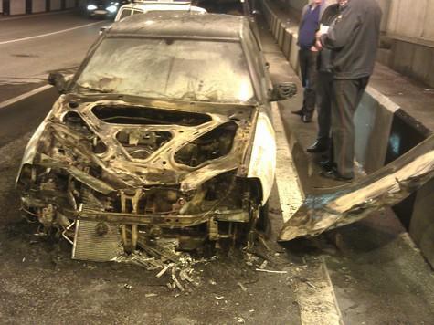 На севере Москвы сгорела иномарка