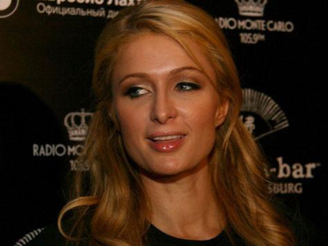 Перис Хилтон простыла в Москве, но от вечера в Питере не отказалась