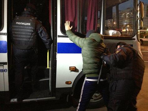 У метро «Пражская» задержаны 20 человек