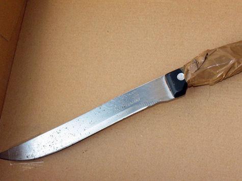 В Москве мужчина порезал двух подростков из-за упавшего яблока