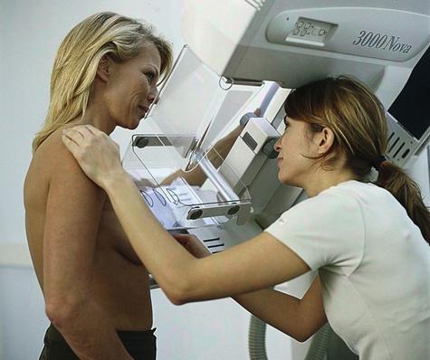 Судьи объяснили главврачу, чем отличается грудь у разных пациенток