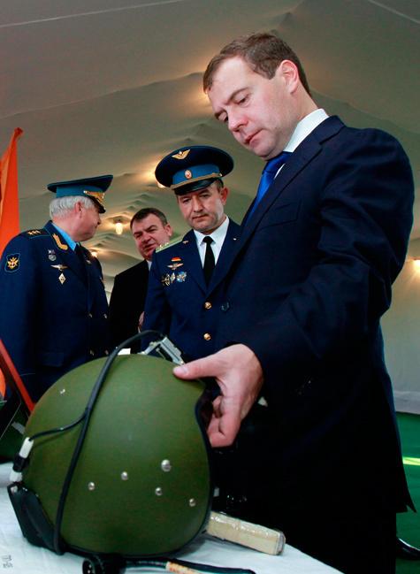 Медведева бросили на партстроительство
