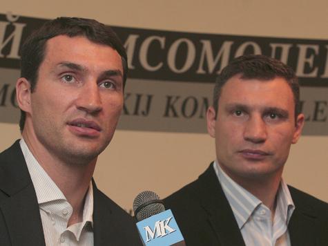 Виталий Кличко получил пощечину во время взвешивания. ВИДЕО