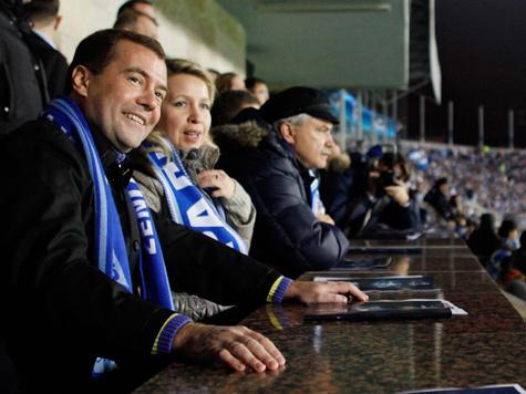 """Медведев передал """"репортаж"""" с футбола"""