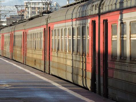 Вместе с аварийной опорой над железнодорожниками нависло увольнение