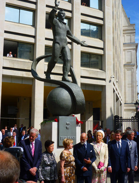 Гагарина поставили на королевском пути