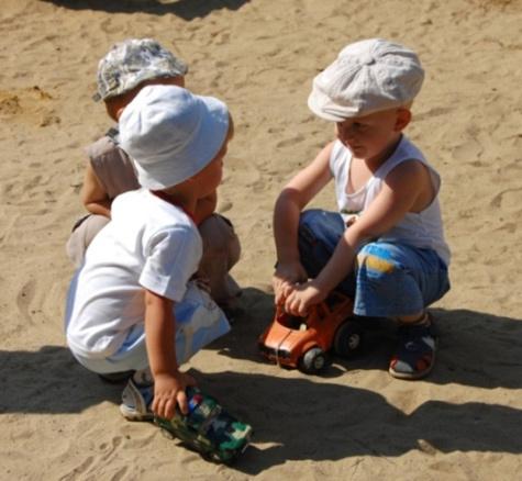 Малышей в детсаду воспитывали шваброй