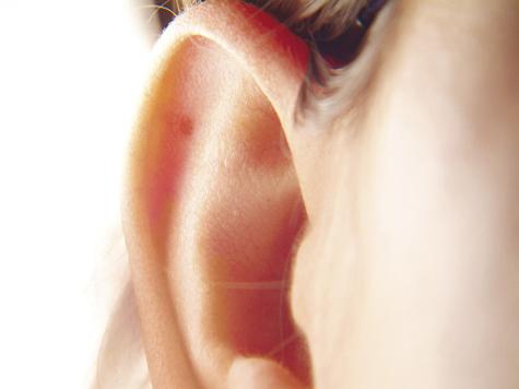В ушах юного пациента нашли вредные ископаемые