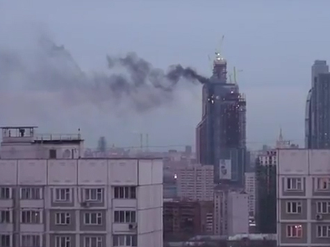 Пожар на «Москве-сити» тушат уже два вертолета