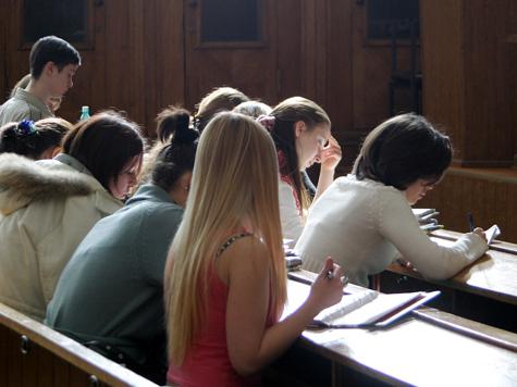 Студентов, поступивших обманом, выгонят из вузов
