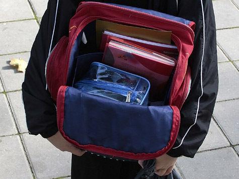 Медосмотр школьников начнут с портфеля