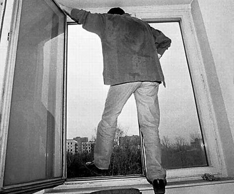 Москвич сбежал от семейного конфликта в окно