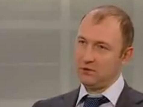 Бронепоезд «Единой России» стоит на запасном пути