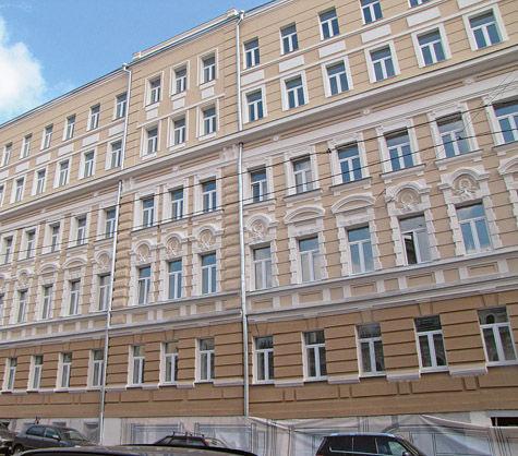 «Счастливая старуха»: история самого большого дома на Петровке