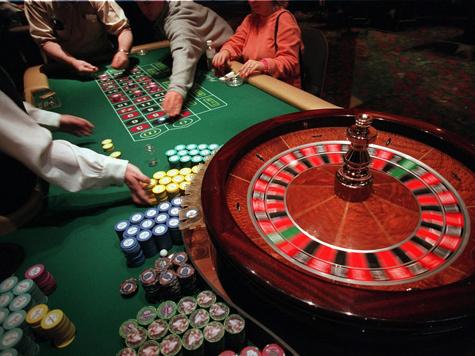 Полиции в казино играли даже двери