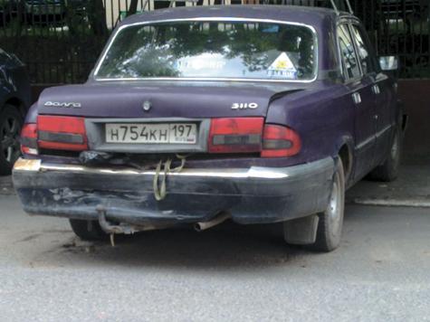 Полицейский разбил пять машин
