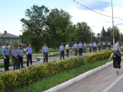 Жители Пугачева собралась на народный сход в сопровождении ОМОНа