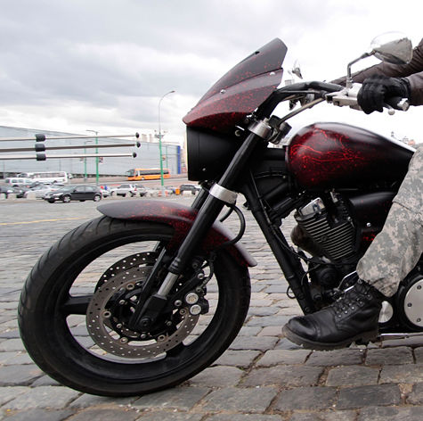 В Подмосковье мотоциклист сбил двух подростков и погиб сам