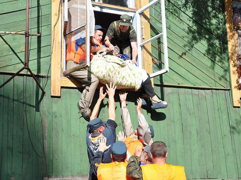 В Хабаровском крае МЧС спасло 150-килограммовую пенсионерку через окно