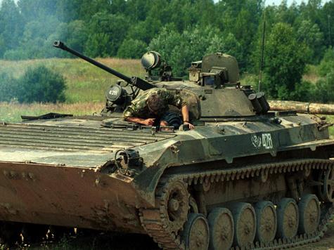Таджики гонят русских военных?