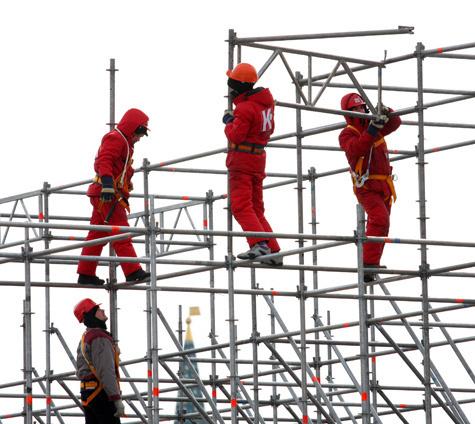 Власти «построят» строителей