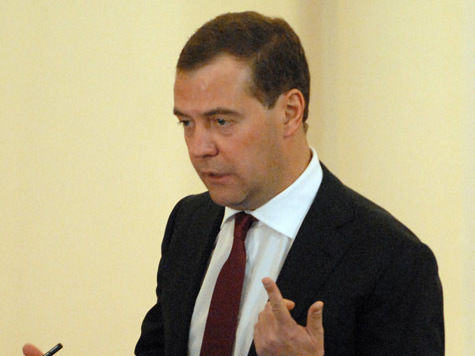 Медведев приказал тарифам лечь ниже инфляции