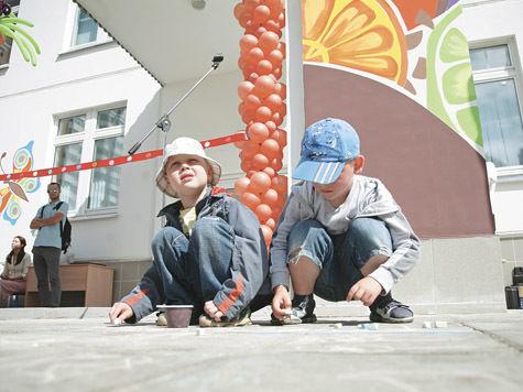Медведев узнал, за чей счет расширяют детсады