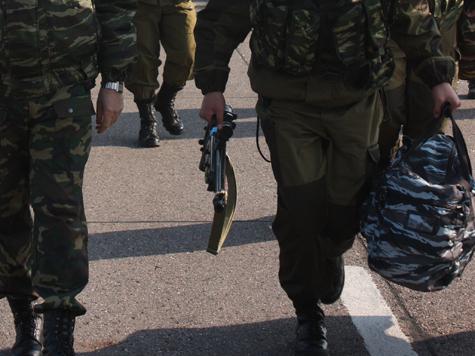 Военные захватили улицу рядом с Кремлем
