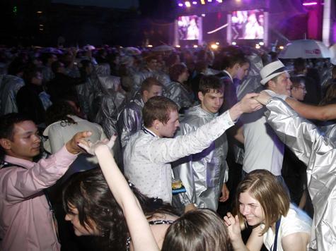 Выпускной-2012: футбол, танцы и драка на теплоходе