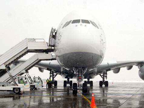 Самый большой самолет приземлился в Москве