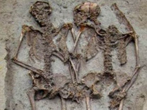 Древние влюблённые найдены держащимися за руки