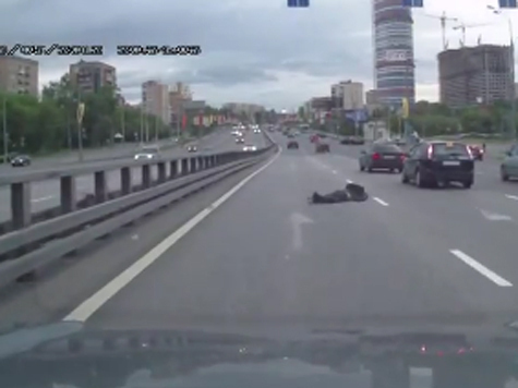 Найдена Mazda-3, сбившая мотоциклиста на проспекте Мира. ВИДЕО