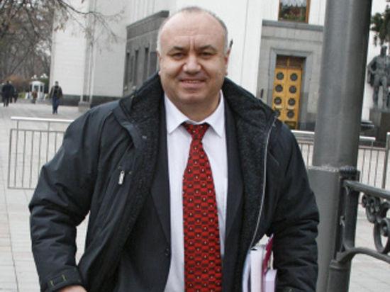 В президенты Украины идут директор винного завода и сын бандеровца