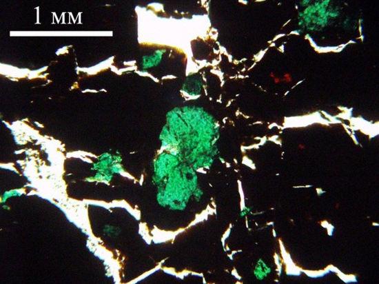 Российские ученые представили новый драгоценный камень -мариинскит