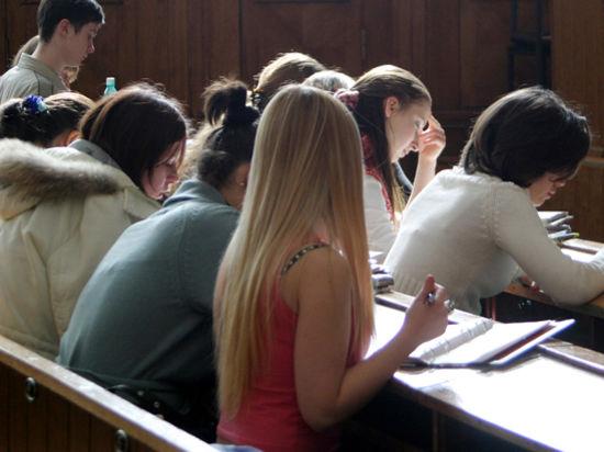 Скандал в Волчанске: школьников штрафуют за их директора