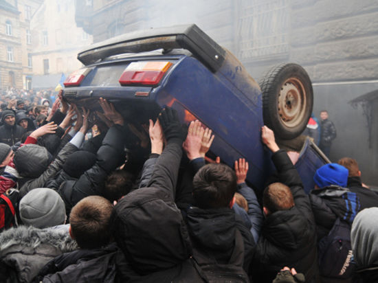 На Майдан прибыло вооруженное подкрепление
