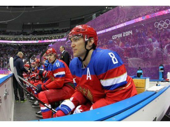 Хоккеисты били стекла на удачу
