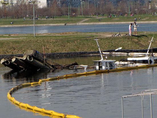 Три катера и понтон на Москве-реке могли утопить