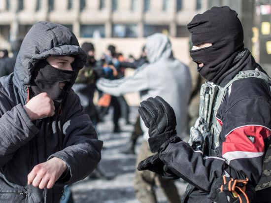 Бойцов «Правого сектора» блокировали в отеле «Днепр» и потребовали сдать оружие