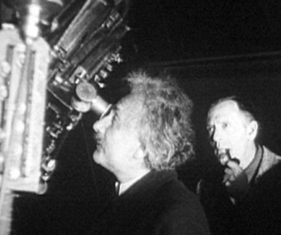 В неизвестной рукописи Эйнштейна описана альтернатива теории ...