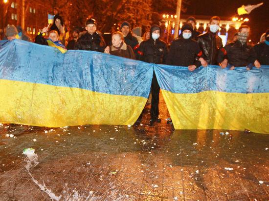 Ночной Майдан в Киеве: радикалы у Рады, Добкин в зеленке, патроны Царева